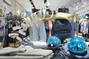 ted-baker-miami-usa-instore-display-window-display-retail-design-bespoke-props-design-prop-manufacturer